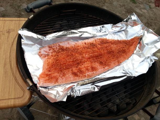 Vi firade Valborgsmässoafton hemma i lugn och ro, med otroligt god grillad lax (indirekt grillning), kryddad med bland annat chili, ingefära och vitlök