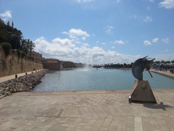 Vattnet bredvid katedralen