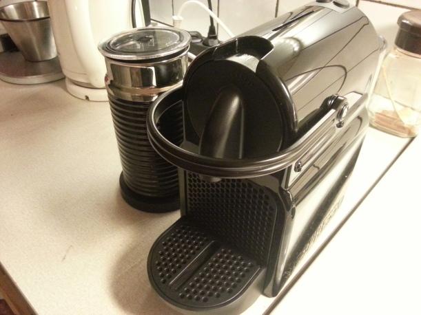 Martins fina julklapp, en Nespressomaskin, som gör otroligt gott kaffe!