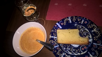 Martins förrätt - hummer soppa och vitlöksbröd (som han hann ta en tugga av innan jag fick fram kameran)