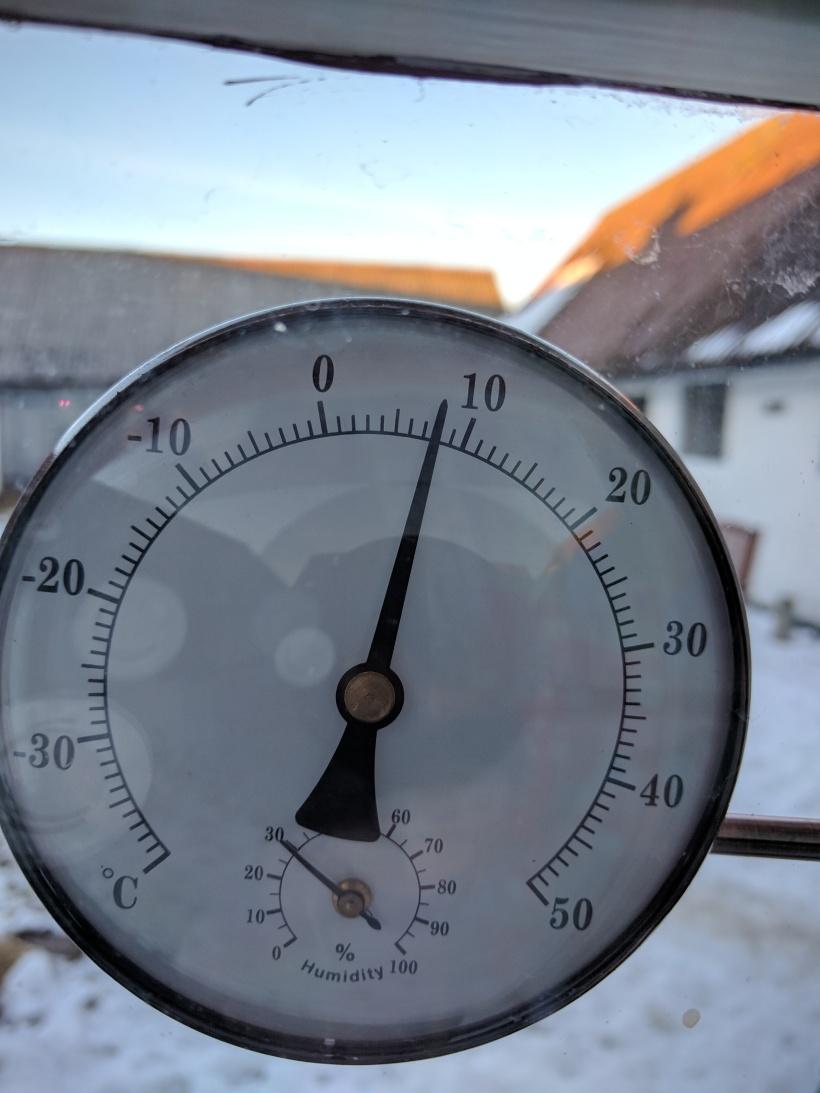 Kl. 16.30 var det fortfarande 8 grader (termometern sitter i norrläge)!